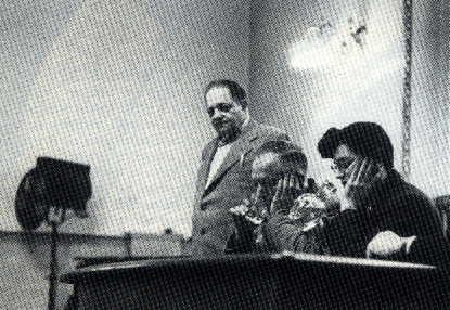 Moreno conduce lo psicodramma di un etilista. Al fianco del protagonista, Zerka Moreno, come Io ausiliario, ne doppia le emozioni e i conflitti rispetto all'alcool (Londra 1954)